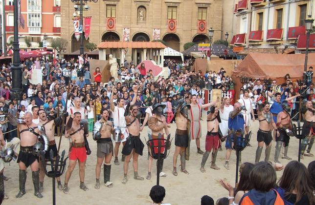 Un grupo de gladiadores, dispuestos a luchar