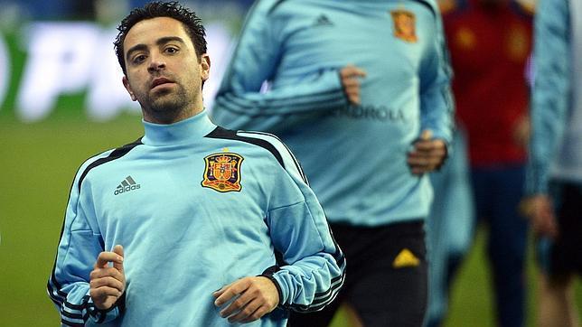 Xavi vuelve lesionado y es duda para el PSG