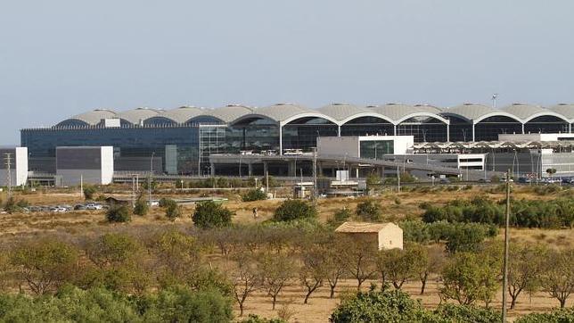 El aeropuerto de El Altet, a un paso de llamarse «Alicante-Elche»