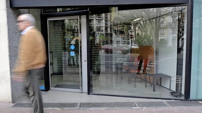 Los bancos han cerrado una oficina al d a de media durante for Oficinas la caixa en valencia