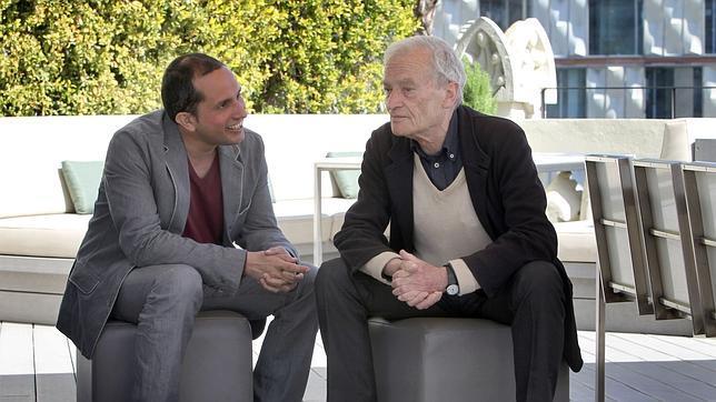 Luis Goytisolo (d) y Jorge Carrión (i), poco antes del fallo del Premio Anagrama de Ensayo