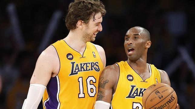 Bryant tira de los Lakers