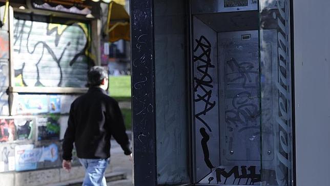 Los grafitis se dejan ver en todos el mobiliario público