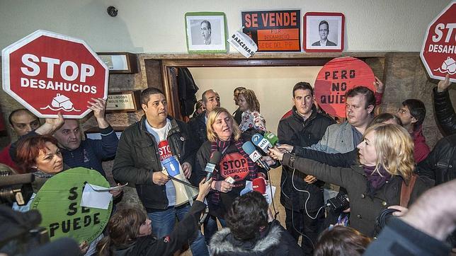 Escrache en la sede del PP en Bilbao: «¡No somos terroristas, somos víctimas!»