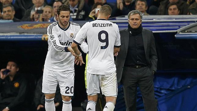 Benzema comienza en casa e Higuaín, fuera, pero juegan los dos