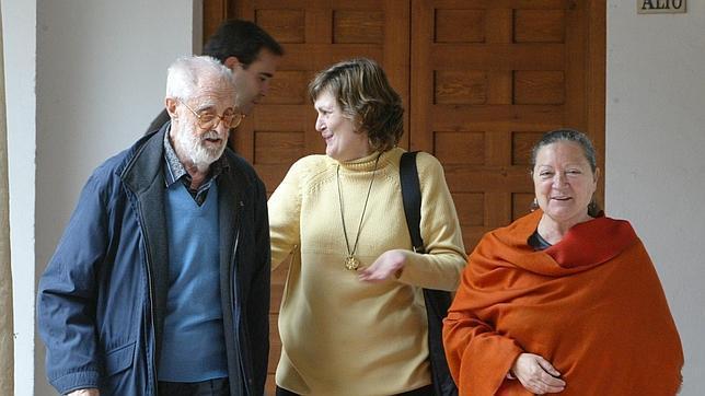 José Luis Sampedro junto a Olga Lucas, en una imagen de archivo