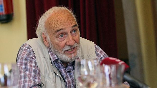 Héctor Alterio, durante la presentación de la adaptación teatral de «La sonrisa etrusca»