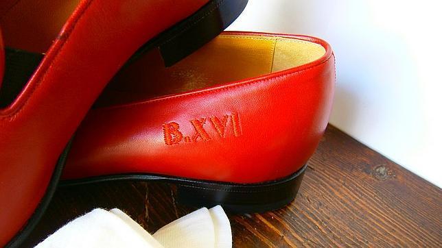 Los Benedicto Xvi En Exhiben Rojos Granada Se Zapatos De Oymn0wvN8