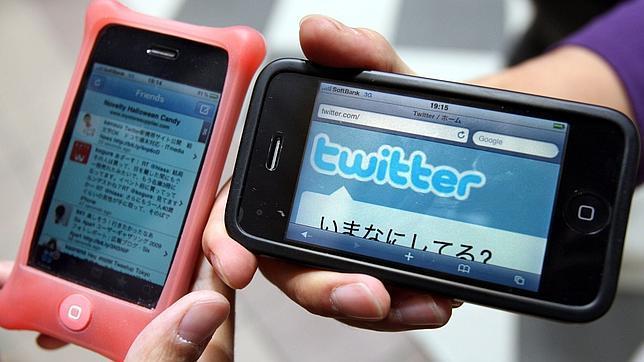 Smartpohones con la aplicación de Twitter.