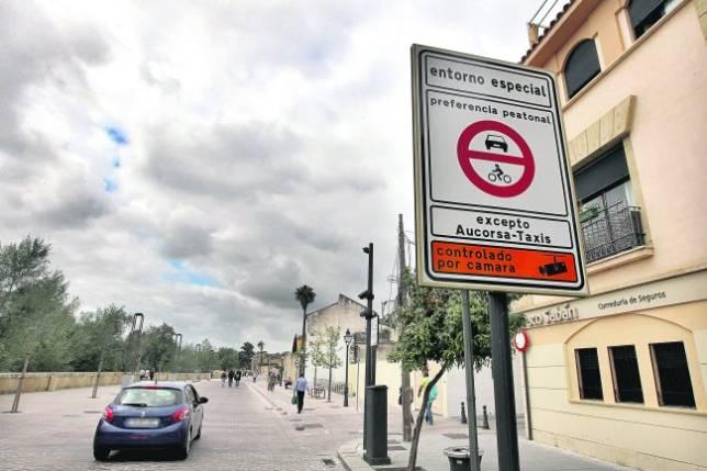 La cámara de la Ribera multa a una media semanal de 350 coches
