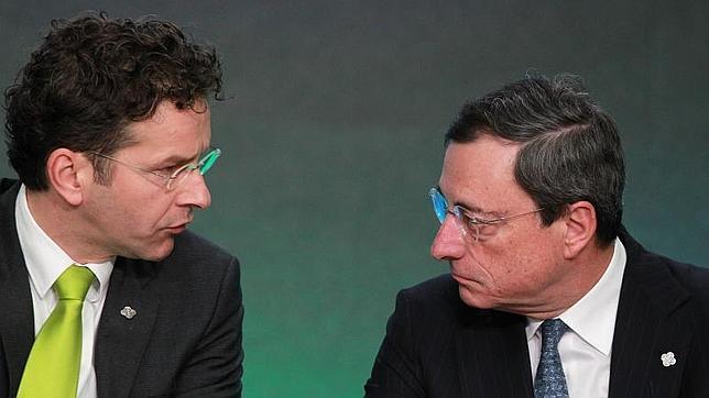 Draghi dice que la banca no da crédito porque no se fía de la economía ni de sus clientes