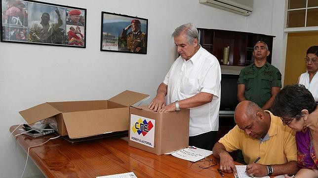 Instalación de la mesa electoral para las elecciones venezolanas en Nicaragua
