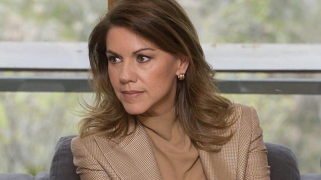 Cospedal: «España no está como para poner contra la pared las instituciones del Estado»