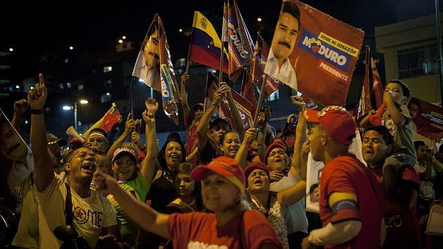 Maduro se adjudica la victoria por un punto en medio de sospechas de fraude