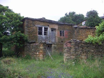 España vende aldeas y bodegas al precio de un piso en la gran ciudad