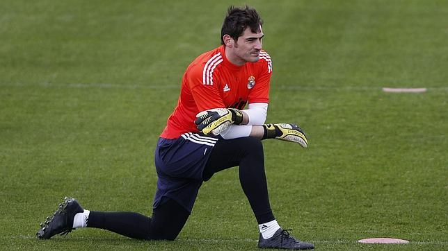 Mourinho dejará que Casillas se vaya en julio si el portero lo desea