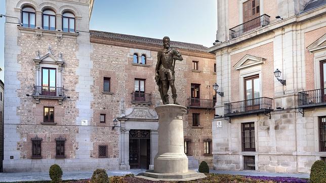 La estatua de Felipe II reinará la Plaza de la Villa