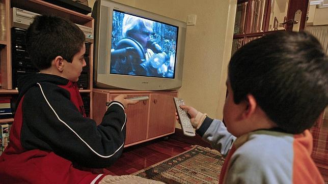 Los niños españoles dedican más horas a la tele y al ordenador que a jugar los fines de semana