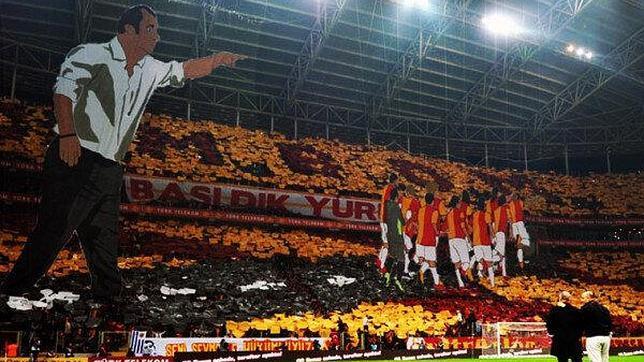 Impresionante tifo en tres dimensiones de la afición del Galatasaray