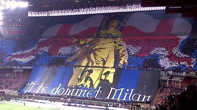 Espectacular imagen de los aficionados del Inter en la grada de San Siro