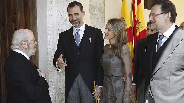 Don Felipe alaba la «palabra libre» y la lucidez creadora de Caballero Bonald