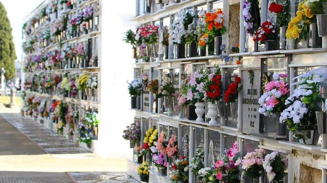 Nace un nuevo nicho de negocio: limpiadores de cementerio