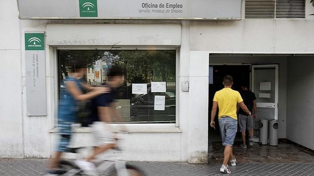 La tasa de empleo española cae al 59,3%, la segunda cifra más baja de la UE