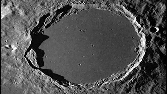 Las enigmáticas luces móviles de la Luna