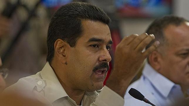 Dimite el hermano de Chávez tras la militarización de las centrales eléctricas