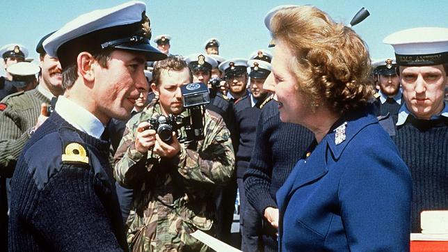 «Thatcher aspiró a conquistar un mundo de hombres: las finanzas, la guerra y el poder»