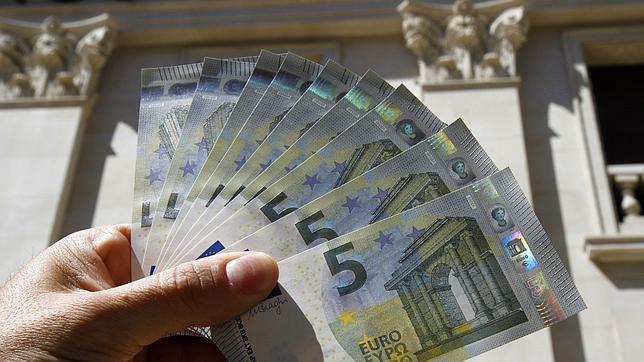 Así son los nuevos billetes de 5 euros