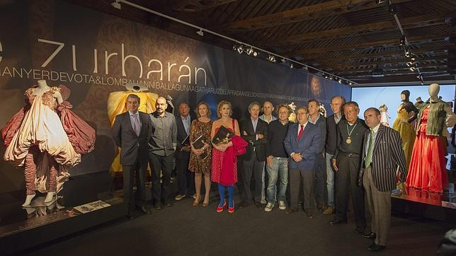 El alcalde de Sevilla, Juan Ignacio Zoido, junto a los diseñadores que han participado en la muestra