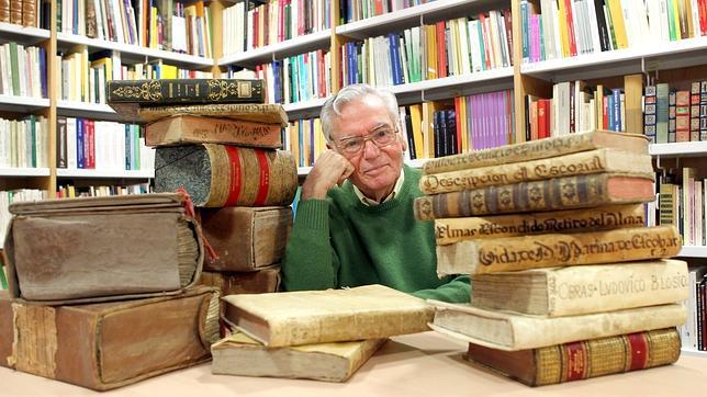 Manuel Ruiz Luque: «Por el olor se sabe la vida de un libro»