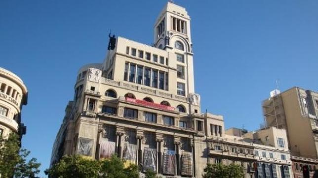 Fachada del Círculo de Bellas Artes desde la calle Alcalá de Madrid