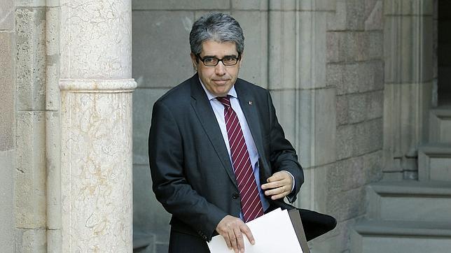 El gobierno catalán seguirá su ruta a la autodeterminación mientras el PSC se decide