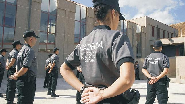 El cartel «intimidatorio» en la Policía Canaria llega al Ejecutivo