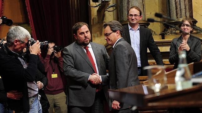 El Tribunal Constitucional suspende la declaración soberanista del Parlamento catalán