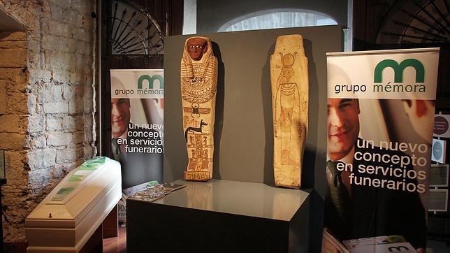 La última moda en entierros: ataúdes de faraones