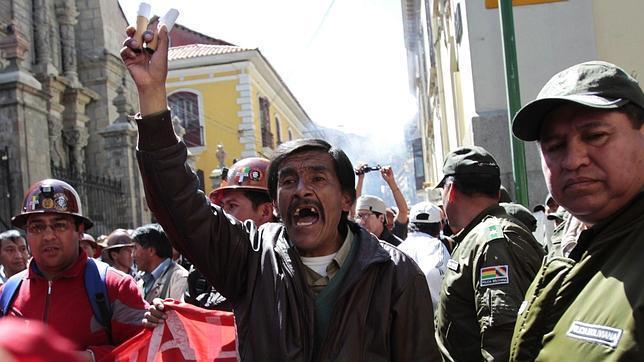 Morales se queja de que los sindicatos llevan a la quiebra a las empresas mineras que él nacionaliza