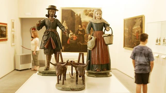 Tallas de madera de San Isidro y su esposa, Santa María de la Cabeza, en el Museo de San Isidro