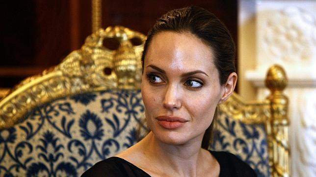 Angelina Jolie se somete a una mastectomía