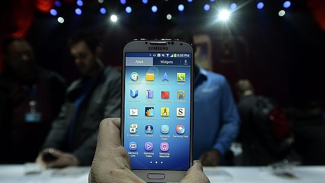Apple añade el Galaxy S4 a su demanda a Samsung por infracción de patentes