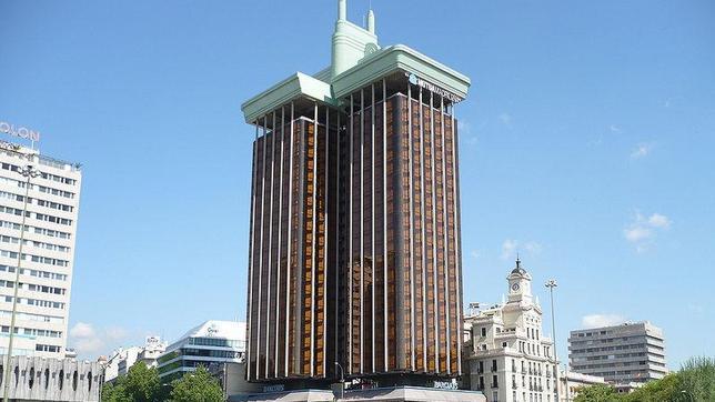 Las torres de col n uno de los edificios m s singulares for Edificio puerta real madrid
