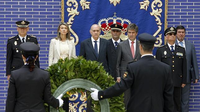 El ministro del interior abre un complejo policial en catalu a for Nombre del ministro de interior y policia
