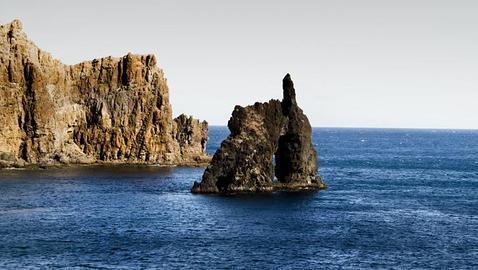 Canarias desconocida ruta naturalista por el hierro y la for Piscinas naturales y playas en toledo