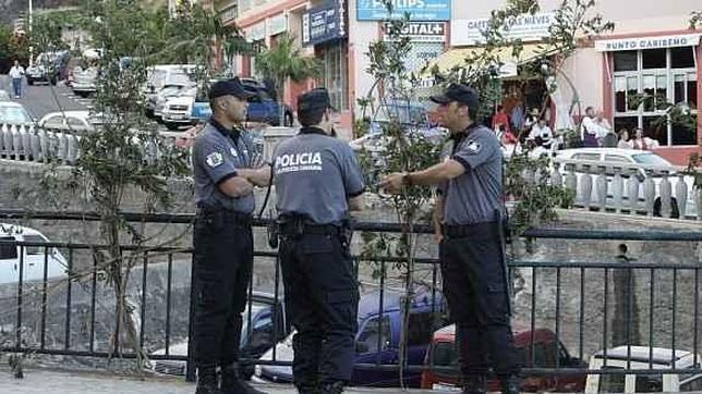 Nueva queja por el cartel del inspector de la Policía Canaria