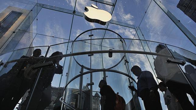 Inconcebible en España: un empleado de Apple podría ser despedido por hacer horas extra