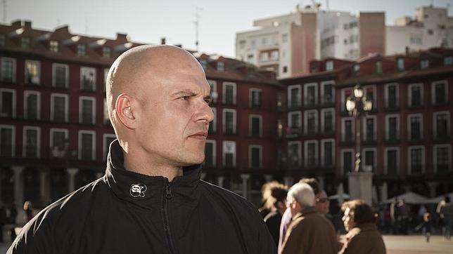 El escritor César Pérez Gellida, en la Plaza Mayor de Valladolid