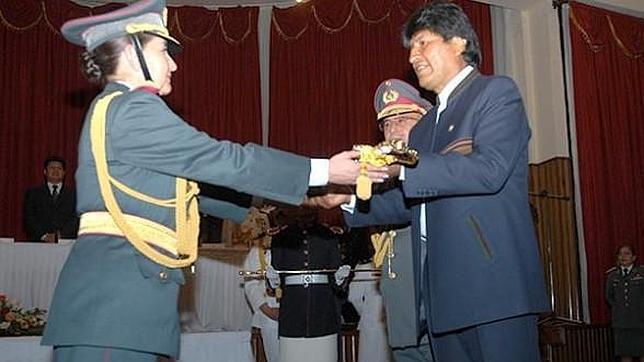 Evo Morales nombra a la primera mujer general de la historia de Bolivia