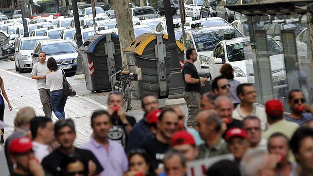 Los taxistas colapsan el tráfico en Valencia